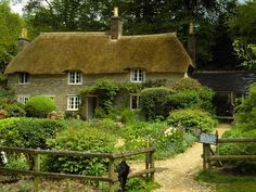 thatched-cottages-thomas-hardy-cottage