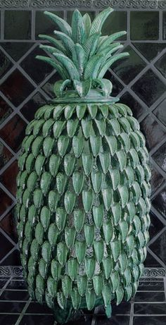 Mexico's Famous Pineapple Pottery - Piñas Mexico's folkart/artesanias is… Talavera Pottery, Ceramic Pottery, Ceramic Art, Mexican Artists, Mexican Folk Art, Mexican Style, Pineapple Centerpiece, Peruvian Art, Famous Mexican