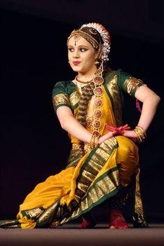kuchipudi Folk Dance, Dance Art, Indian Classical Dance, Exotic Dance, Indian Music, Dance Poses, Dance Fashion, Culture, Dance Dresses