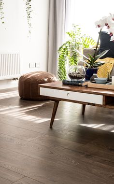 Vue laminate flooring in Mountain Oak Heritage Brown || Vue is a premium laminate floor that creates a sense of luxury in any interior space.