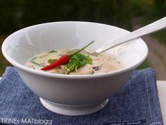 Thom kha gai- Thailandsk kyllingsuppe Thai Coconut Soup, Asian Recipes, Ethnic Recipes, Frisk, Wok, Thai Red Curry, Tapas, Sushi, Chicken Recipes