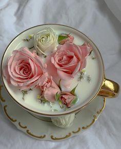 Cream Aesthetic, Flower Aesthetic, Aesthetic Colors, Aesthetic Food, Cafe Food, Food N, Food And Drink, Inspiration Tattoos, Flower Tea