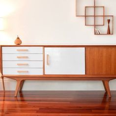 Super cool shadow box shelving from Senkki available on our site. Great idea for a hallway feature too and just the place to position those little decorator items. #handmade #bespoke #timber #australiastyle #sydneysider #australianinteriors #IDE #ideonline #senkki want to be promoted too across our social media platforms? Or like a blog written about you? Get in touch!