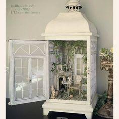 1/12scale Dollhouse green roomの全体像です❤ 梅雨入りして曇り続きだったので中々写せずにいましたが 昨日の良いお天気で やっと気に入った写真が撮れました。 そのうちライトや背景をそろえた撮影場所を作りたいです😊 #dollhouse #miniatures#antique #dollhouseminiatures #greenroom #green #shabby #wisteria #ドールハウス #ミニチュア #シャビー #シャビーシック #アンティーク #ガーデニング #ハンドメイド #マントルピース #フレンチインテリア #フレンチスタイル #ナチュラルガーデン