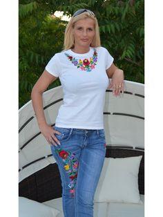 Kézzel hímzett fehér kerek nyakú női póló