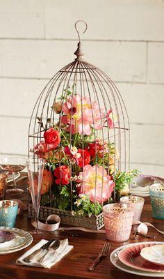 LOVE the flower-filled birdcage! #brisbaneweddingstylist #brisbaneweddingplanner