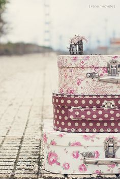 Luggage so gorgeous I'd almost be leery of using it (lest it got damaged en route). #shabby #chic