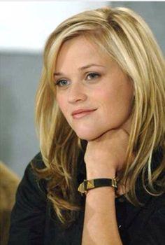 Reese Witherspoon-- I always love her hair! Reese Witherspoon Movies, Reese Whiterspoon, Side Swept Bangs, Goldie Hawn, Dream Hair, Hairstyles With Bangs, Hair Dos, Gorgeous Hair, Meg Ryan