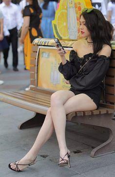 Mode Lookbook, Pernas Sexy, Asian Model Girl, Sexy Legs And Heels, Cute Girl Photo, Cute Asian Girls, Beautiful Asian Women, Up Girl, Girl Poses