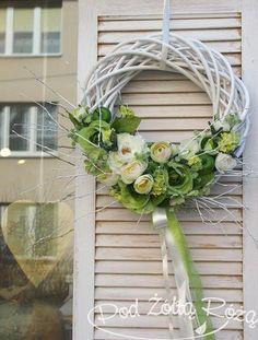 Flower Arrangement Designs, Flower Arrangements, Door Wreaths, Grapevine Wreath, Homemade Wedding Decorations, Corona Floral, Easter Flowers, Diy Home Crafts, Easter Wreaths