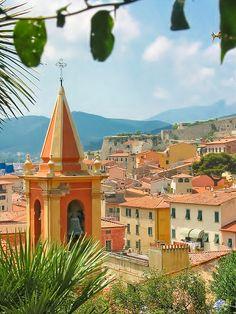 Portoferraio in Toscane. Een schilderachtig dorpje dat je moet zien tijdens je roadtrip door dit deel van Italië. .
