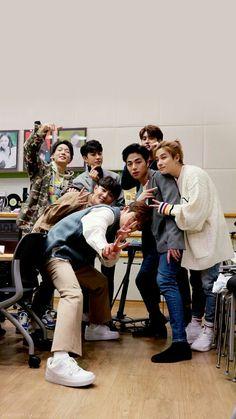 iKon is here! Kim Jinhwan, Chanwoo Ikon, Yg Entertainment, Fandom, Bobby, Pop Lyrics, Ikon Member, Ikon Kpop, Warner Music