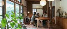 鎌倉の平屋をリノベ 築60年の味わいを 楽しみながら暮らす Japanese Interior, Japanese House, Home And Garden, Architecture, Table, Outdoor, Furniture, Design, Home Decor