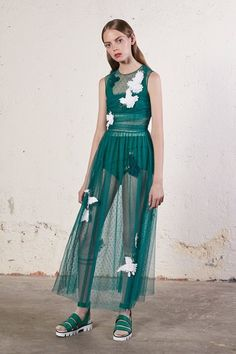 Red Valentino Resort 2018 Fashion Show Collection: See the complete Red Valentino Resort 2018 collection. Look 14 Fashion 2018, Fashion News, Runway Fashion, Fashion Trends, Weird Fashion, High Fashion, Valentino Resort, Valentino Spa, Red Valentino Dress