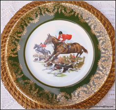 English fine bone china dinner plates collection with foxhunting, equestrian hand-painted English countryside vibrant scenes and decorated with rich and refined real 24 karat gold lace filigree exquisite pattern against the rims is a desirable collectible set of china to own from the heart of Cambridge just round the corner from the World famous Newmarket Racecourse. #equestrianchina #foxhunting #Newmarketraces #handpainted #Englishchina