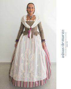 Traje regional de Valencia: de huertana. Fairytale Dress, Historical Clothing, Retro, Womens Fashion, How To Wear, Clothes, Vintage, Beautiful, Regional