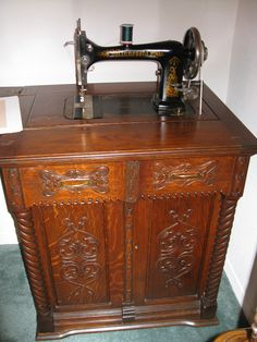 Delightful (Our mother had a sewing machine similar to this -- with a treadle to activate it, however. Treadle Sewing Machines, Antique Sewing Machines, Minnesota, Couture Vintage, Sewing Cabinet, Sewing Machine Accessories, Vintage Sewing Notions, Instruments, Sewing Rooms