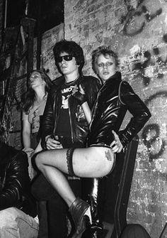 CBGB, 1977   (Ebet Roberts)  https://www.facebook.com/coversandlovers/ Punk / Post Punk / New Wave / Nu Wave / Industrial / Noise / EBM / Goth Rock / Electronic / Cold Wave /  Synth pop /  Electro Dark / Alternative / Shoegaze / Dream pop / Techno pop / Dark Wave ( Death Rock / Gothic / Minimal Wave .