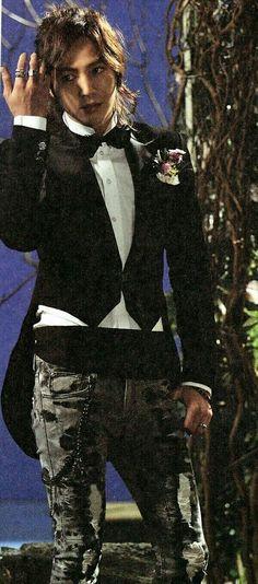 JKS / wow, he looks good in here...