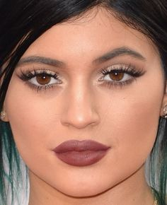 Close-up of Kylie Jenner at the 2014 American Music Awards. http://beautyeditor.ca/2014/11/26/american-music-awards-2014