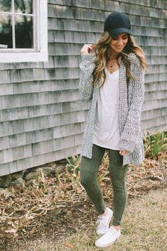 See our simple, comfortable & effortlessly lovely Casual Fall Outfit inspiring ideas. Get encouraged with one of these weekend-readycasual looks by pinning one of your favorite looks. casual fall outfits for teens Legging Outfits, Cardigan Outfits, Leggings Outfit Fall, Long Shirt Outfits, Colored Jeans Outfits, White Cardigan Outfit, Motto Leggings, Leggings Shoes, Sequin Leggings