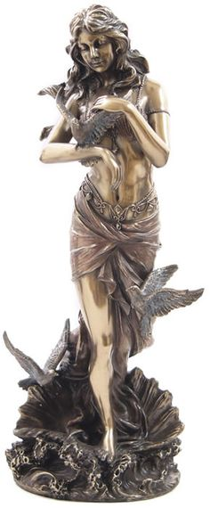 A Grecian goddess of love and beauty, Aphrodite was the subject of many artistic pieces, including paintings and sculptures. This Aphrodite With Doves Standing on Sea Shell Statue is a statue that represents this goddess quite well. Greek Goddess Statue, Aphrodite Goddess, Grecian Goddess, Goddess Art, Aphrodite Tattoo, Goddess Tattoo, Aphrodite Aesthetic, Greek Mythology Art, Love Statue