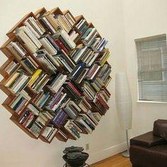A flor do conhecimento. Um trabalho de criatividade e boa marcenaria. Ideia decorativa muito bem vinda para quem ama livros e tem pouco espaço. @OlhardeMahel #ideiadecorativa #livros #marcenaria #pequenosespaços #woodwork #books #OlhardeMahel #ficaadica #fpolhares #inspiração #criativo #instagram #facebook #pinterest #estante #móvel #furniture #bookcase #bookshelf http://ift.tt/2cW4XED