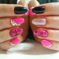 Gel nails, pink and black nail design.  Rakennekynnet Helsinki