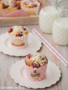 Neus cocinando con Thermomix: Muffins de chocolate blanco con frambuesas y coco