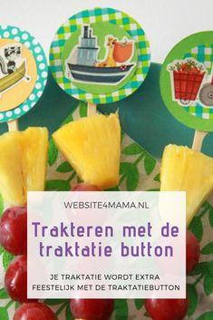 Kinderfeestje te vieren? Traktatie te verzinnen? Met de traktatie button maak je van elke traktatie een feest! Wij geven in dit blog 5 verschillende toepassingen voor de traktatie button. #trakteren #traktatie Scan And Cut, Oreo, Pineapple, Pokemon, Sweets, Invitations, Fruit, Blog, Gummi Candy