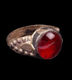 Syria | Man's ring from the Salihiya or Dair Az Zaur; silver and glass | ca. Early 20th century // 71.1934.70.57