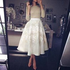 Love this outfit - Beautiful Full Midi Skirt Fashion Mode, Modest Fashion, Look Fashion, Fashion Beauty, Womens Fashion, Full Midi Skirt, Dress Skirt, Dress Up, Midi Skirts