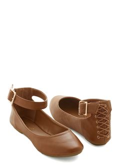 Countrywide Columnist Flat. Your editor loves the idea of writing from the road - slip on these chestnut-brown ballet flats and find what the next new city has to offer! #tan #modcloth