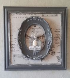 faire 2 cadres comme celà et mettre un flacon > Love the frame within a frame idea >> Could do it with artwork too! Shabby Chic Decor Diy, Buy Handmade, Shabby Chic Accessories, Shabby, Deco, Frame Within A Frame, Frame, Framed Art Display, Shabby Furniture