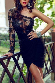Elegancka sukienka z koronką i cekinami