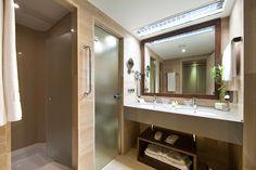 Fira Palace Hotel ( Bathroom)
