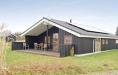 Holiday home Torpet Hovborg X Hovborg Holiday home Torpet Hovborg X is located in Hovborg. This three-bedroom home can accommodate up to 6 people. It offers a whirlpool and sauna.  The accommodation will provide you with a satellite-TV, DVD-player and a CD-player.