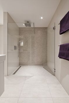 52 Natural Stone Bathroom Tile Design - Have Fun Decor Stone Bathroom, Bathroom Spa, Bathroom Interior, Modern Bathroom, Small Bathroom, Master Bathroom, Bad Inspiration, Bathroom Inspiration, Bathroom Tile Designs