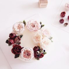 Custom cake with buttercream flowers by Kim & Cake