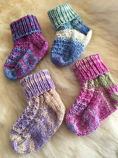 Ravelry: Baby Kali Kardia pattern by Helen Kurtz Knitted Baby Boots, Knit Baby Booties, Knitted Baby Clothes, Baby Hats Knitting, Crochet Baby Hats, Knitting For Kids, Baby Knitting Patterns, Knitting Socks, Baby Patterns