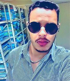 quem não tem colírio usa óculos escuros#photooftheday #iphoneonly #instagood #boy #goiania #pucgo #brazil #pucgo #direito #instagay #gay #men #style #look #muscle #facul #estagio #bomdia by paullozurc http://ift.tt/1TRcIwC