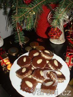 Kakaové dortíčky s ořechovým krémem -
