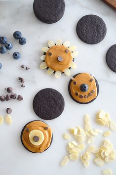 How to make cookie faces by Jodi Levine | Read more - http://www.100layercakelet.com/?p=25616 #cookies #school #snacks
