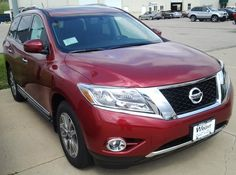 2014 Nissan Pathfinder in Cayenne Red, NP14008