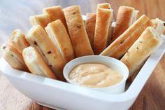 salsa de ajo para untar 3 Butter Oil, Empanadas, Tostadas, Family Meals, Macaroni And Cheese, Sandwiches, Veggies, Food And Drink, Tasty