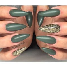 Matte Stiletto Nails by MargaritasNailz from Nail Art Gallery Classy Nails, Trendy Nails, Cute Nails, Matte Stiletto Nails, Acrylic Nails, Glitter Nails, Marble Nails Tutorial, Gucci Nails, Green Nails