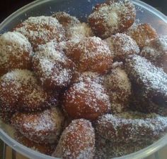 Cape Malay Koeksisters - have looked for this recipe for a long time. South African Dishes, South African Recipes, Indian Food Recipes, Koeksisters Recipe, Halogen Oven Recipes, African Peanut Stew, My Favorite Food, Favorite Recipes, Malay Food