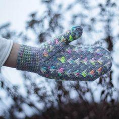 Ravelry: Elephant Mittens pattern by Jenise Reid