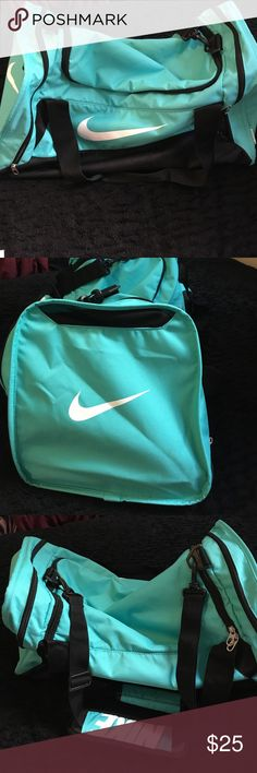 Mint Nike duffle bag Used a few times as an overnight bag. Still in good condition. Nike Bags Travel Bags