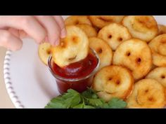 These Homemade Smiley Fries Will Hit You Right in the Childhood Smiley fries. For healthier, fried tasting version, spray with vegitable oil and bake at high heat on a silpat. Potato Dishes, Potato Recipes, Food Dishes, Side Dishes, Fingers Food, Great Recipes, Favorite Recipes, Kids Meals, Love Food